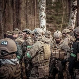 Żołnierze ASG w lesie